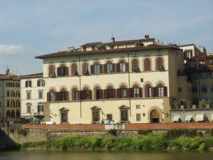 palazzo_ricasoli_sul_lungarno
